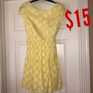 Dresses & Skirts - Yellow capped sleeve dress